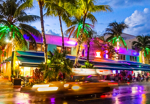 Colours, cabs and cocktails determine the nightlife while celebrating in Miami Beach. South Beach offers endless locations to have fun all night long.